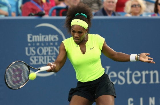 Serena-Williams-vs.-Coco-Vandeweghe-in-US-Open-2012-560x368