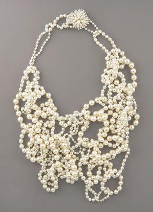 vera_wang_assymetric_pearl_necklace.jpg