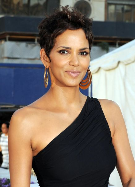 halle_berry_fifi_awards.jpg