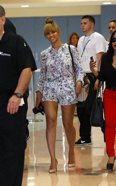 Beyonce_Knowles_Diane_von_Furstenberg_440_Top_Handle_Satchel