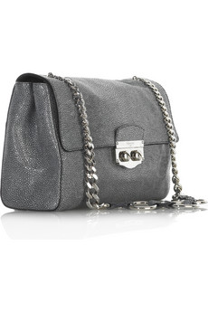 05337ebd014e Just when I thought designers have exhausted all ways of interpreting  CHANEL s classic chain shoulder bag