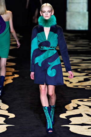 versace_rtw_2011_2.png