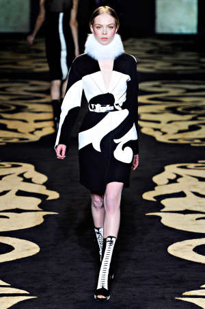 versace_rtw_2011_3.png