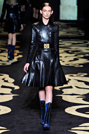 versace_rtw_2011_4.png